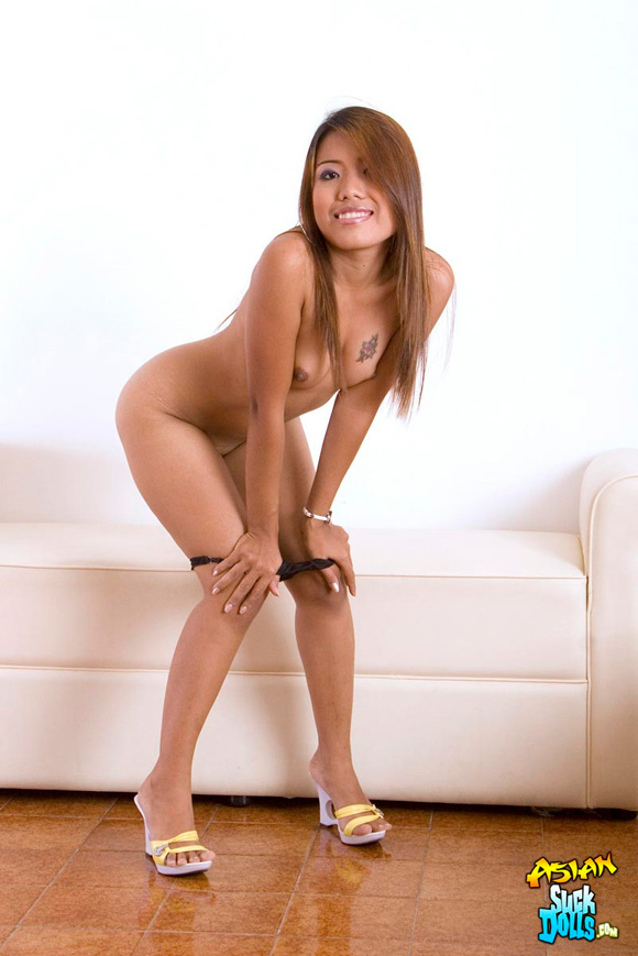 sexy-thai-slut-joon-strips-and-poses-showing-off-her-pussy-hair