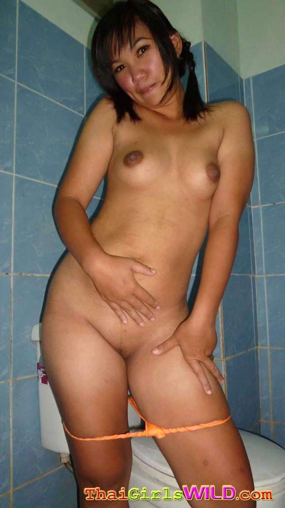 cute-little-thai-babe-kaey-takes-a-shower-and-does-selfshot-pics