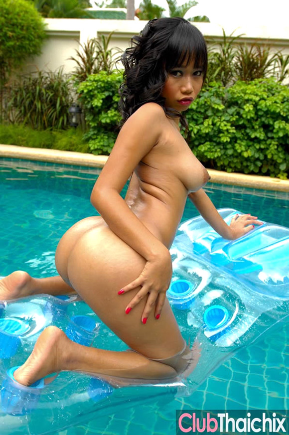 thai-nicha-nude-in-the-pool