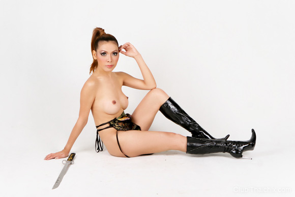 babe-grace-posing-topless-with-a-sword
